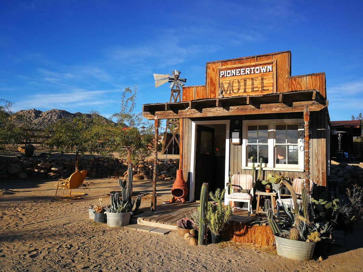 dormire ghost town pioneertown california